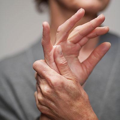 az ujjak kézízületei fájnak, mi az)