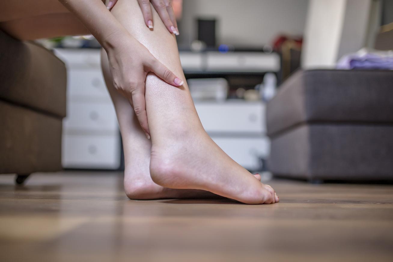 fáj a jobb láb ízületei)