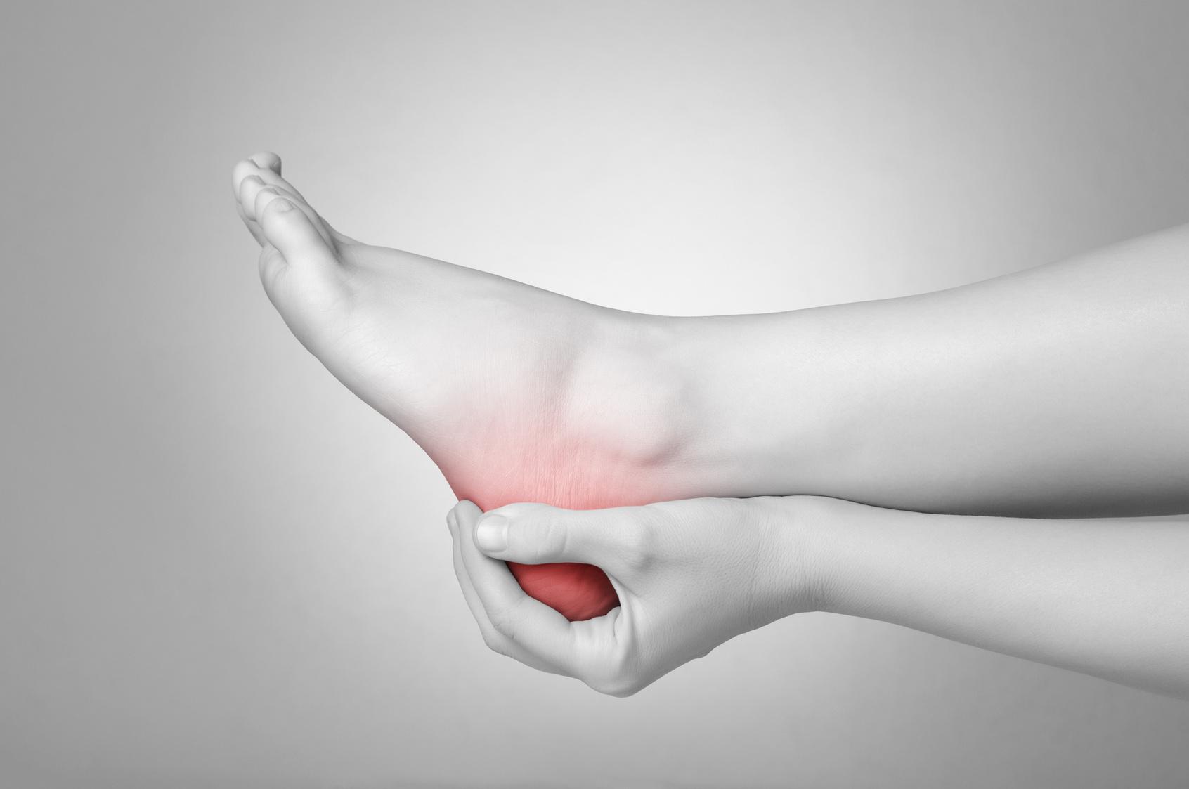 fájdalom a láb térdízületében
