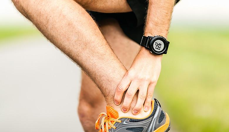 súlyos fájdalom a bokaízületben stroke után az ízületek kenőcsét tartósan tartja