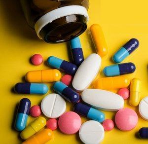 kondroitint és glükózamint tartalmazó gyógyszer terápia vállízületi gyulladás kezelésére