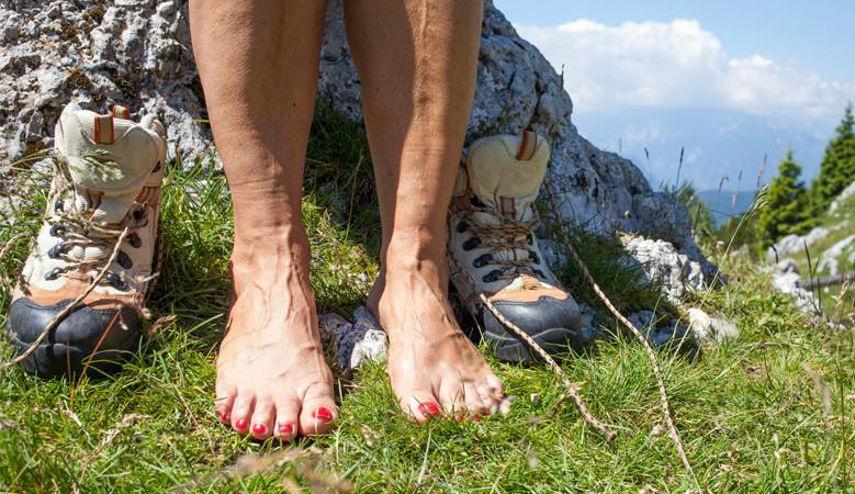 a láb ízületei térdtől lábig fájnak)