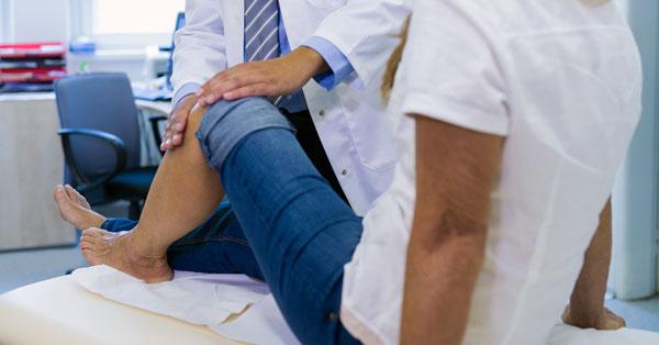 a térd ízületi gyulladásának kezelése a cseh köztársaságban súlyos fájdalom az ujjak ízületeiben