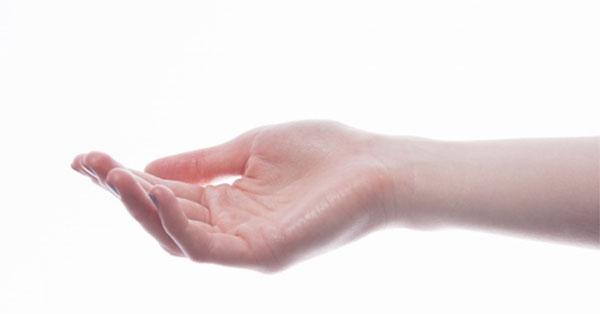 nyilalló fájdalom az ujjakban)