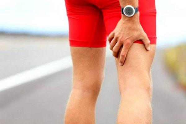 a fájdalom oka a csípőízületekben)