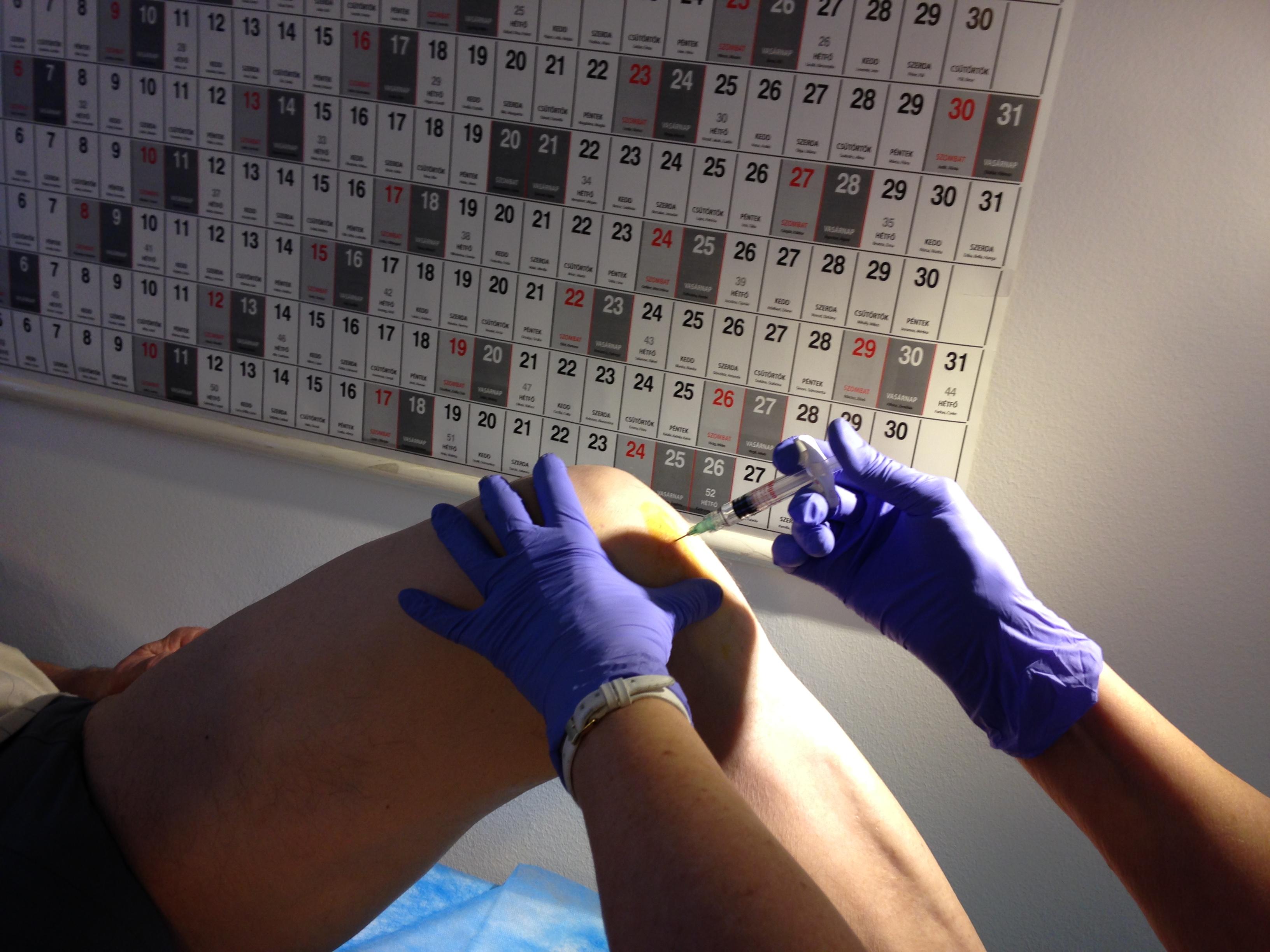 térdfájdalom az ízületbe adott injekció után)