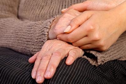 duzzadt és fájdalmas kezek és lábak)
