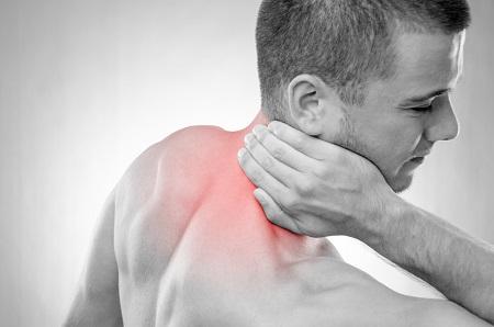 lüktető fájdalom a csuklóban)
