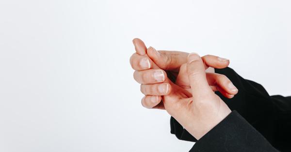 könyökízületek fájnak és a kezek zsibbadnak)