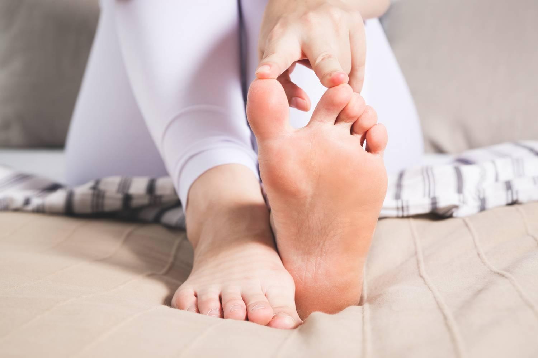 gyulladás a lábujjak ízületein)