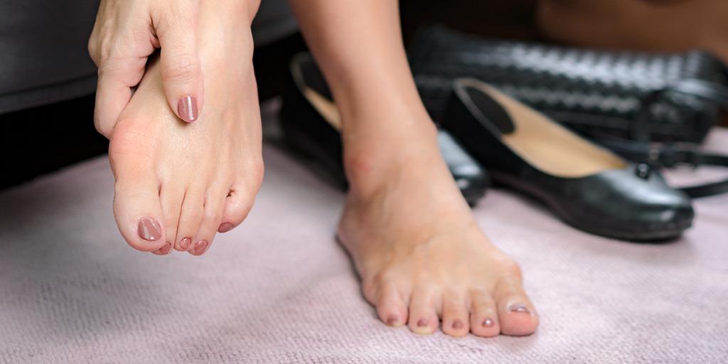 ütés a lábujj ízületén sérülés után)