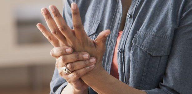Ízületi gyulladásom van? - a reumatoid artritiszről | 1000arcu.hu