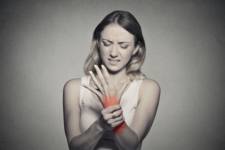 ízületi fájdalom rágalmazás
