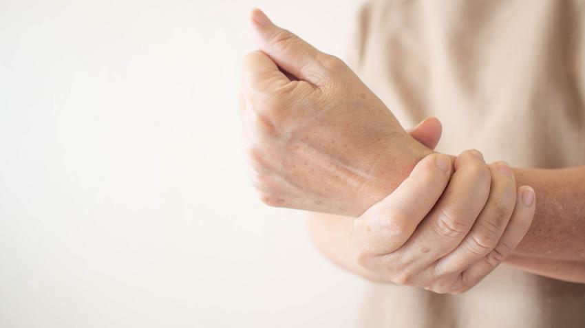 ízületi betegség gyógyszeres kezelése és tovább fájdalom a csípőízület jobb ágyékában