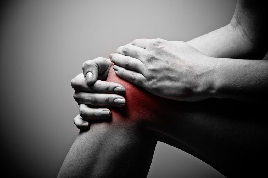 fájó térdfájdalom belső oldalán)